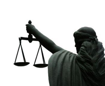 justicia de espaldas