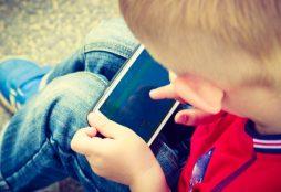 kid-and-smartphone