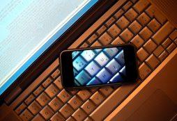 iPhone transparent screen - Enrique Dans