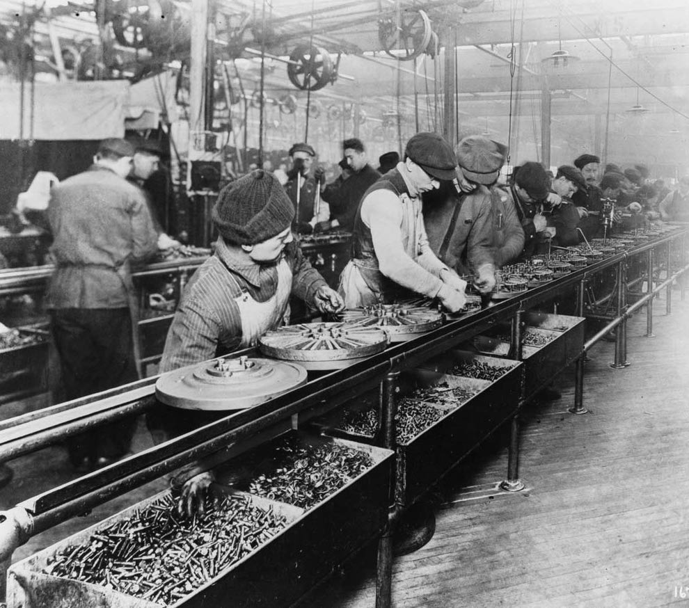 IMAGE: Ford assembly line (1913) - Public Domain